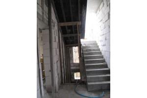 Заливаются монолитные железобетонные лестницы