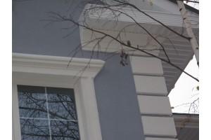 Нанесение  декоративной штукатурки на основные плоскости фасадов