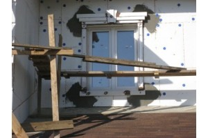Нарезка рустов, декоративных элементов и их приклейка на фасад