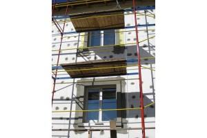 Проводятся работы по утеплению и отделке фасадов