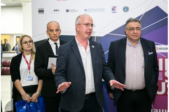 Сергей Алехин и Михаил Александрия приветствуют участников