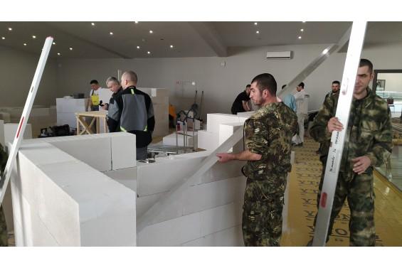 Монтаж стендов из газобетонных блоков Ytong